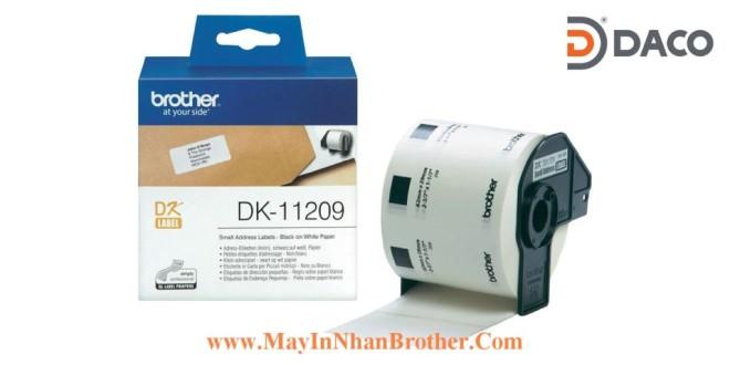 DK-11209 Nhãn giấy Brother DK11209, 29x62mm, 800 miếng, Chữ Đen Nền Trắng